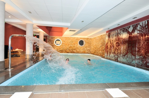 residence-club-risoul piscine3 hiver