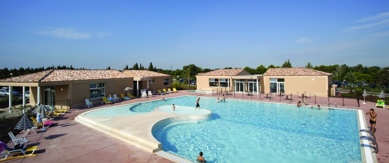 Village-Center-Les-Demeures-Du-Ventoux-piscine-04