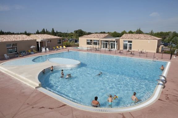 Village-Center-Les-Demeures-Du-Ventoux-piscine-07