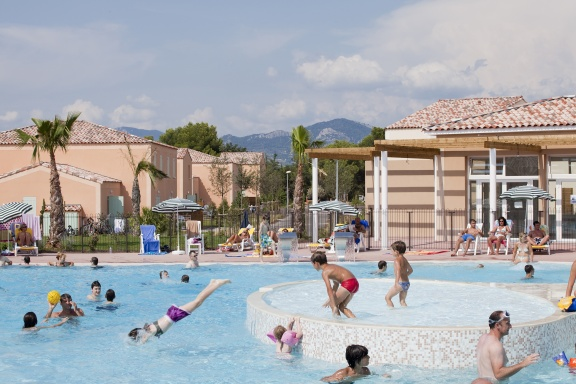 Village-Center-Les-Demeures-Du-Ventoux-piscine-14