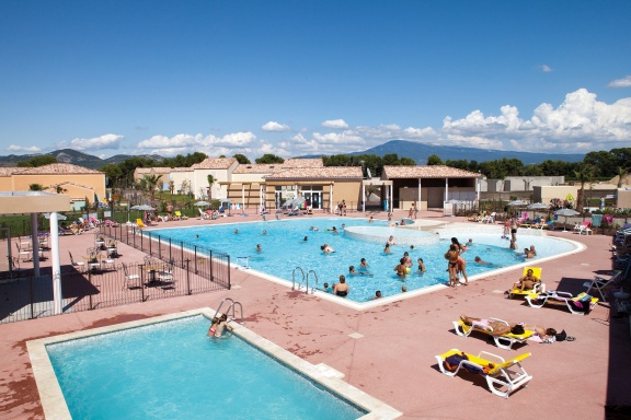 Village-Center-Les-Demeures-Du-Ventoux-piscine-10