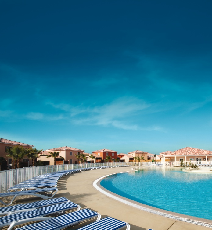 village-center-le-domaine-du-golf-piscine-24